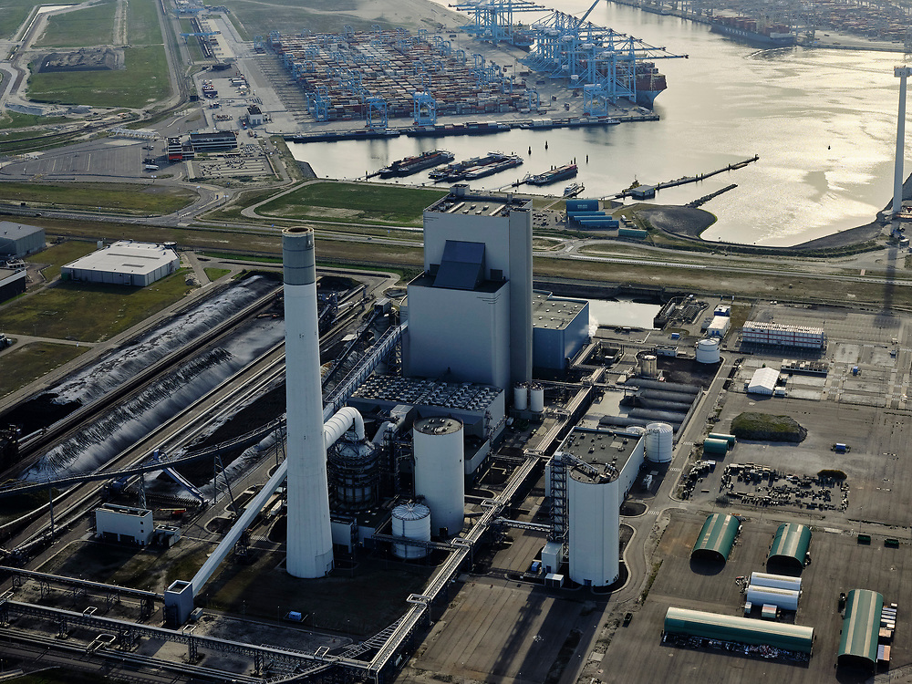 Nederland, Zuid-Holland, Rotterdam, 14-09-2019; Tweede Maasvlakte met  elektriciteitscentrale van Uniper, Maasvlakte Power Plant 3 (Kolen + Biomassa). Kolencentrale,<br /> Second Maasvlakte with power plant from Uniper, Maasvlakte Power Plant 3 (Coal + Biomass), a coal plant.<br /> <br /> luchtfoto (toeslag op standard tarieven);<br /> aerial photo (additional fee required);<br /> copyright foto/photo Siebe