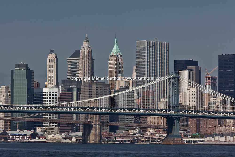 New York  Manhattan skyline Brooklyn  yard and Manhattan bridges , view from williamsburg  new quay, Brooklyn,  United states / le panorama de manhattan et l east river , les ponts de manhattan et de brooklyn  vue depuis Williamsburg  , Brooklyn , New York Etats unis
