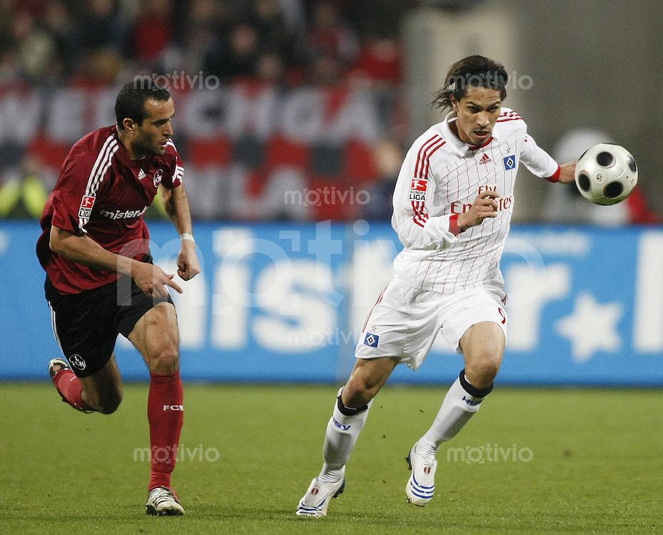 10.03.2008 Fussball Bundesliga 2007/08 1. FC Nuernberg - Hamburger SV Paolo GUERRERO (HSV, r) gegen Jaouhar MNARI (FCN).