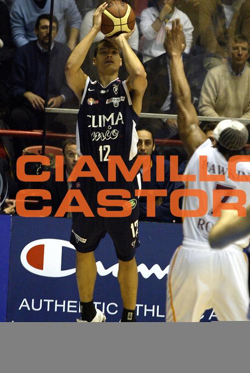 DESCRIZIONE: Forli Lega A1 2005-06 Coppa Italia Tim Cup Lottomatica Virtus Roma Climamio Fortitudo Bologna<br />GIOCATORE: Green<br />SQUADRA: Climamio Fortitudo Bologna<br />EVENTO: Campionato Lega A1 2005-2006 Coppa Italia Final Eight Tim Cup Quarti Finale<br />DATA: 16/02/2006<br />CATEGORIA: Tiro<br />SPORT: Pallacanestro<br />AUTORE: Agenzia Ciamillo-Castoria/G.Ciamillo<br />Galleria: Coppa Italia 2005-2006<br />Fotonotizia: Forli Campionato Italiano Lega A1 2005-2006 Coppa Italia Final Eight Tim Cup Quarti Finale Lottomatica Virtus Roma Climamio Fortitudo Bologna<br />Predefinita: