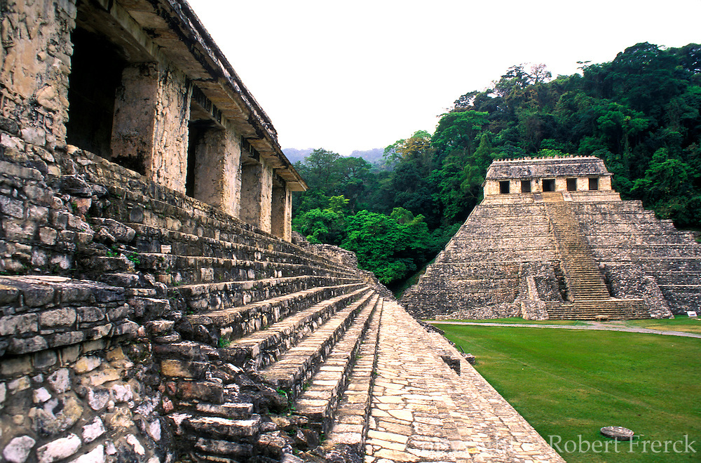 MEXICO, MAYAN, PALENQUE Temple of Inscriptions, Palace stairway
