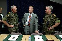24 AUG 2004, PRIZREN/KOSOVO:<br /> General Holger Kammerhoff (L), Kommandeur der Kosovo Force, Franz Muentefering (M), SPD Partei- und Fraktionsvorsitzender, und General Friedrich Riechmann (R), Befehlshaber Einsatzfuehrungskommando der Bundeswehr, im Gespraech, vor einem Briefing im Rahmen des Besuches des Einsatzkontingents der Bundeswehr der Kosovo Force, KFOR, KFOR Hauptquartier, Feldlager Prizren<br /> IMAGE: 20040824-01-029<br /> KEYWORDS: Franz Müntefering