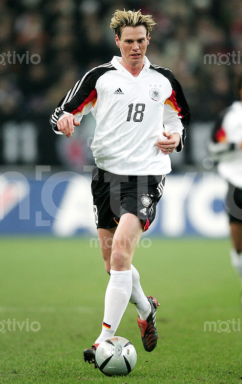Fussball  Deutsche Nationalmannschaft  Saison 2004/2005    Tim BOROWSKI, Einzelaktion am Ball deutscher Nationalspieler