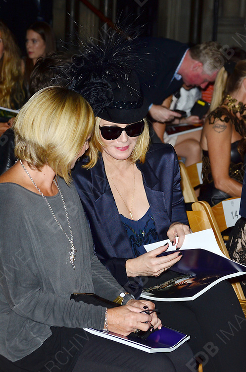 16.SEPTEMBER.2012. LONDON<br /> <br /> KIM CATTRALL ATTENDS PHILIP TREACY'S LFW SHOW AT THE ROYAL COURTS OF JUSTICE. <br /> <br /> BYLINE: EDBIMAGEARCHIVE.CO.UK<br /> <br /> *THIS IMAGE IS STRICTLY FOR UK NEWSPAPERS AND MAGAZINES ONLY*<br /> *FOR WORLD WIDE SALES AND WEB USE PLEASE CONTACT EDBIMAGEARCHIVE - 0208 954 5968*