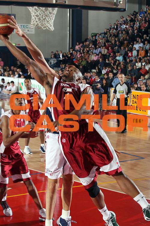 DESCRIZIONE : Biella Lega A1 2006-07 Angelico Biella TDShop Livorno<br /> GIOCATORE : Hunter<br /> SQUADRA : TDShop Livorno<br /> EVENTO : Campionato Lega A1 2006-2007<br /> GARA : Angelico Biella TDShop Livorno<br /> DATA : 13/01/2007<br /> CATEGORIA : Stoppata<br /> SPORT : Pallacanestro<br /> AUTORE : Agenzia Ciamillo-Castoria/S.Ceretti