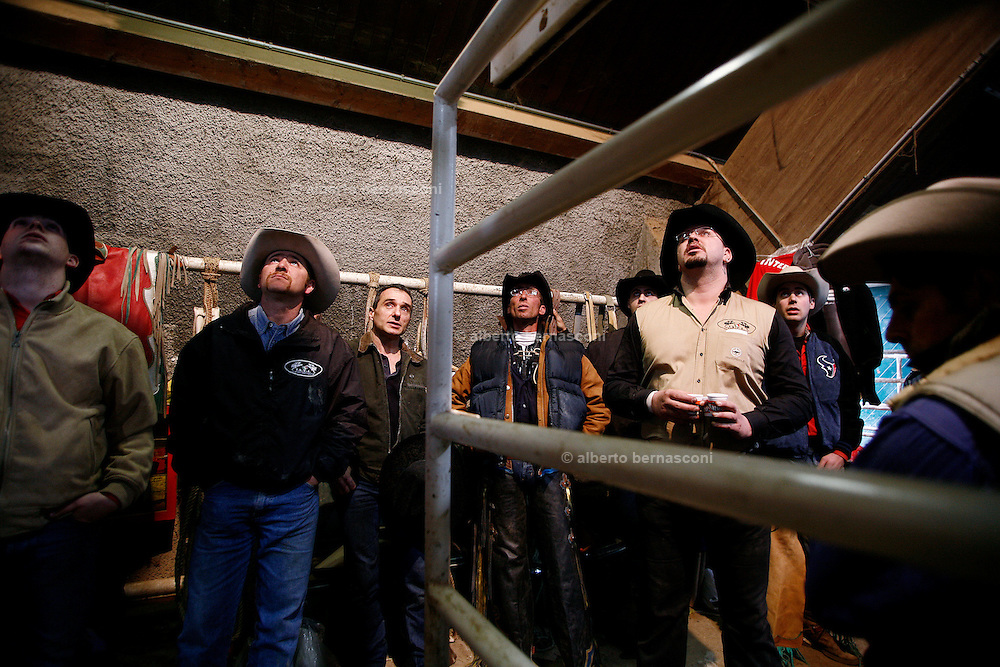 Italy, Voghera, Cowboys ranch: listening to the last hints before the rodeo .Cowboys show and contest.