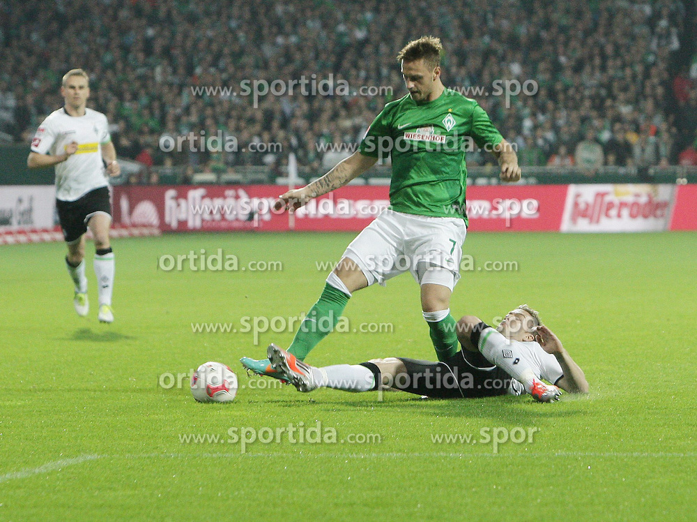 20.10.2012, Weserstadion, Bremen, GER, 1. FBL, Borussia Moenchengladbach, 8. Runde, im Bild Marko ARNAUTOVIC (Werder) und Thorben MARX (Gladbach) // during the German Bundesliga 8th round match between SV Werder Bremen and Borussia Moenchengladbach at the Weserstadium, Bremen, Germany on 2012/10/20. EXPA Pictures © 2012, PhotoCredit: EXPA/ Eibner/ Weber..***** ATTENTION - OUT OF GER *****