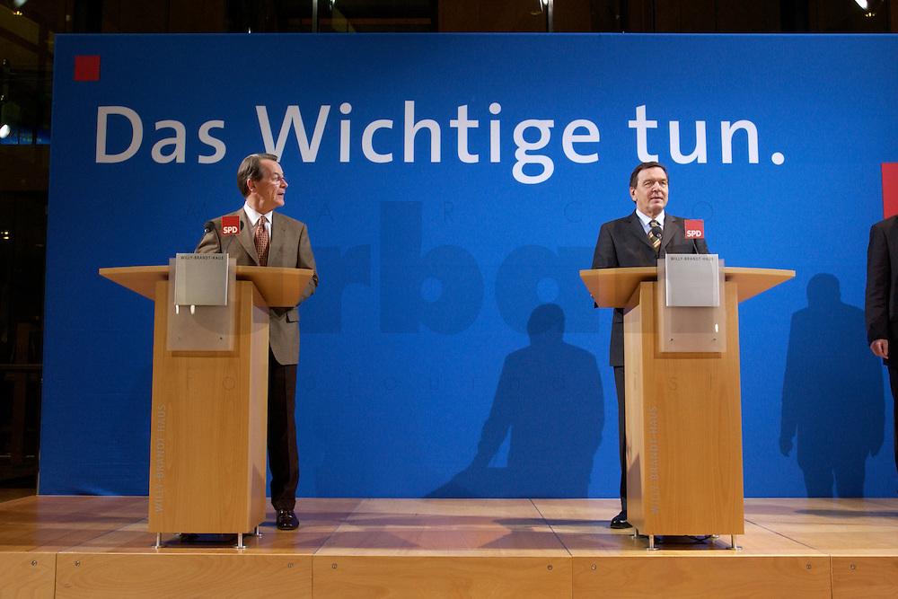 07 FEB 2004, BERLIN/GERMANY:<br /> Franz Muentefering (L), SPD Fraktionsvorsitzender, und Gerhard Schroeder (R), SPD, Bundeskanzler, waehrend einer Pressekonferenz zu den Ergebnissen der Sondesitzung des SPD Praesidiums und Parteivorstandes nach der Bekanntgabe des Ruecktritts des Parteivorsitzenden, Willy-Brandt-Haus<br /> IMAGE: 20040207-01-021<br /> KEYWORDS: R&uuml;cktritt, Gerhard Schr&ouml;der, Franz M&uuml;ntefering