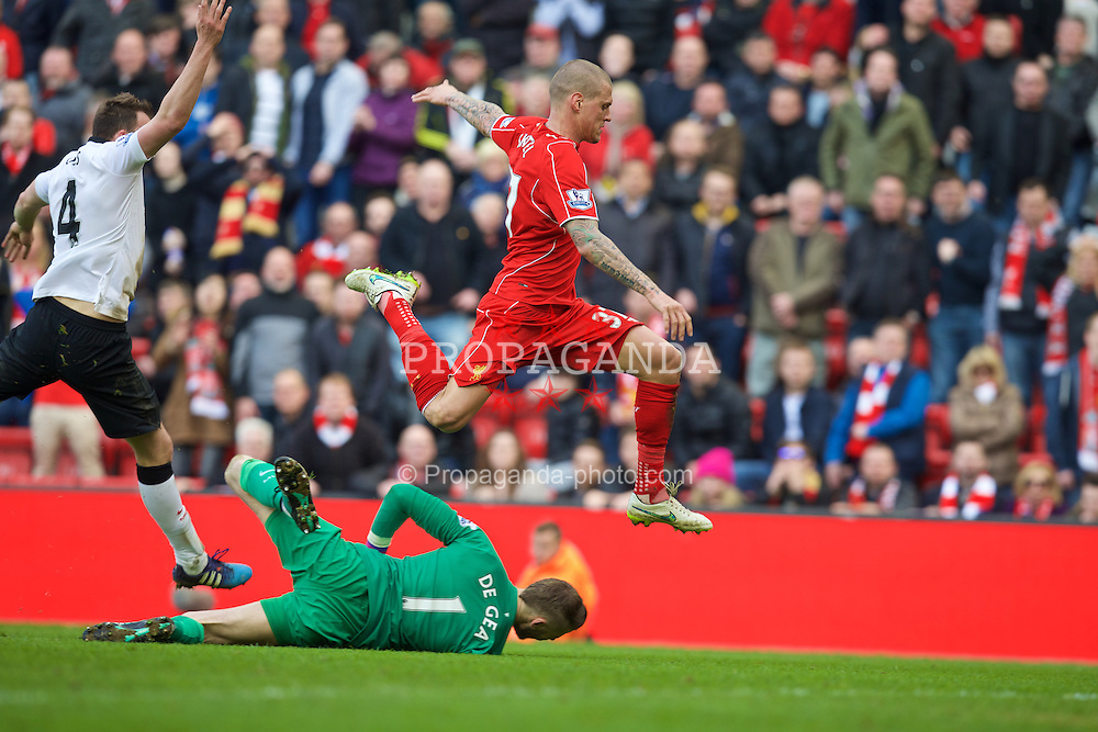 LIVERPOOL, ENGLAND - Sunday, March 22, 2015: Manchester United's goalkeeper David de Gea slides into Liverpool's Martin Skrtel in the final minute of injury time during the Premier League match at Anfield. (Pic by David Rawcliffe/Propaganda)