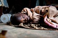 Botswana, Familie på fem børn, hvor deres mor er indlagt på hospitalet med Aids og derfor må 19 årige Dineo tage sig af sine mindre søskende og hendes eget barn på 1 år Beyounce. Hendes brødre hedder Baboloki 11 år, Thatayaonce 10 år og Kedisaletse 5 år.