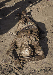 November 19, 2016 - Hammam Al-Alil, Nineveh Governorate, Iraq - Dead body from a mass graves in a dump at Hammam al-Alil, Iraq. More than 300 former Iraqi policemen were executed south of Mosul three weeks ago. (Credit Image: © Berci Feher via ZUMA Wire)