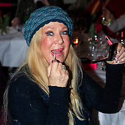 NLD/Laren/20130318 - Uitreiking Nannic Awards 2013, Mary Borsato werkt haar lippenstift bij