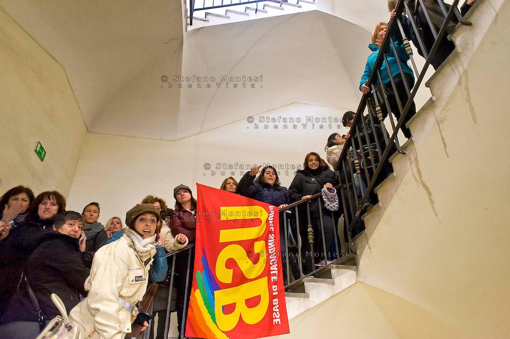 Roma 7 Gennaio 2015<br /> Protesta delle maestre di nidi e materne comunali e del sindacato Usb, in Campidoglio, contro il contratto decentrato unilaterale  imposto dal Sindaco Ignazio  Marino, e per difendere salario e qualità dei servizi pubblici. Le maestre occupano le scale dell'edificio dell'Avvocatura del Comune di Roma.<br /> Rome January 7, 2015<br /> Protest of the teachers of nests and municipal nursery and union Usb, in the Capitol, against the decentralized contract unilaterally imposed by the mayor Ignazio Marino, and to defend wages and quality of public services.The teachers occupy  the stairs of the building of the  lawyers of the City of Rome.