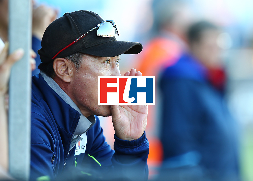 New Zealand, Auckland - 22/11/17  <br /> Sentinel Homes Women&rsquo;s Hockey World League Final<br /> Harbour Hockey Stadium<br /> Copyrigth: Worldsportpics, Rodrigo Jaramillo<br /> Match ID: 10303 - GER vs KOR<br /> Photo: (Head coach) HUH SANG Young
