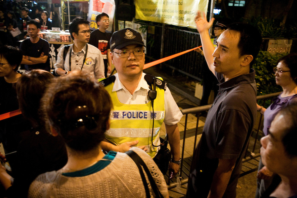 People are protesting at the entrance of the Victoria park as the police doesn't allow them to enter because of the high number of demonstrators already arrived to the vigil for the anniversary of Tiananmen june 4th victims. After a while under pressure, police will be compelled to let people pass.
