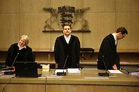 Mannheim. 01.03.17   BILD- ID 123  <br /> Unter hohe Sicherheitsvorkehrungen beginnt heute morgen am Landgericht der Prozess gegen einen 57-j&auml;hrigem Mann aus der T&uuml;rkei. Die Staatsanwaltschaft wirft ihm versuchten Mord vor. Er soll im Juni vergangenen Jahres in der Fahrlachstra&szlig;e f&uuml;nf Sch&uuml;sse auf einen Landsmann abgegeben haben. Die Hinterr&uuml;nde der Tat sind bisher weithin ungekl&auml;rt. Es k&ouml;nnten aber politische Interessen eine Rolle spielen. Der Mann auf den geschossen worden war, tritt bei dem Prozess als Nebenkl&auml;ger auf. Er soll ein Anh&auml;ner des t&uuml;rkischen Ministerpr&auml;sidenten Recep Tayyip Erdoğan sein. Der Angeklagte, so beschreibt es sein Verteidiger Stefan Alleier, geh&ouml;re keiner politischen Gruppierung an, er sei aber am Tattag nach Deutschland gereist, um einen Streit zwischen zerstrittenen Parteien zu schlichten. Geschossen habe sein Mandant erst dann, als er von seinem Gegen&uuml;ber angegriffen worden sei.<br /> Nach der Verlesung der Anklage durch die Staatsanwaltschaft, m&ouml;chte sich der Angeklagte mit einer ausf&uuml;hrlichen Erkl&auml;rung zum Tathergang &auml;u&szlig;ern. Der Beginn des Prozesses ist um 9 Uhr geplant.<br /> Bild: Markus Prosswitz 01MAR17 / masterpress (Bild ist honorarpflichtig - No Model Release!)