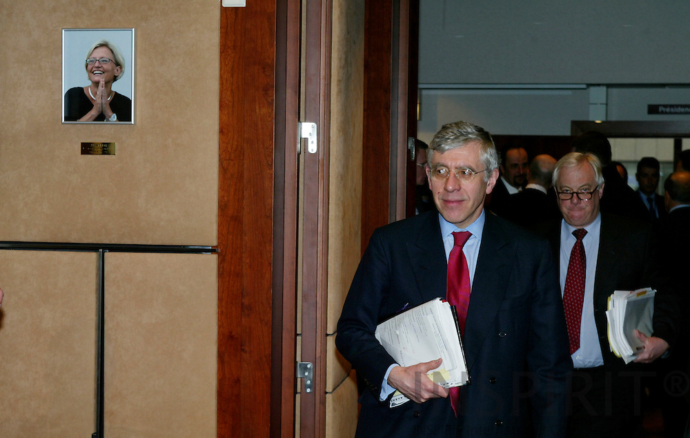 BRUSSELS - BELGIUM - 23 FEBRUARY 2004--Inauguration of the Anna LINDH EU-Council meeting room.--Jack STRAW, British Secretary of State for Foreign Affairs, entering the meeting room with Chris PATTEN, Commissioner for External Affairs, where a photograph of Anna LINDH, Swedens former Minister of Foreign Affairs, is placed at the wall to commemorate her. -- PHOTO: ERIK LUNTANG / INSPIRIT Photo