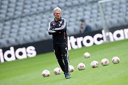 14.05.2013, Allianz Arena, Muenchen, GER, UEFA CL, FC Bayern Muenchen, Medientag, im Bild Trainer Jupp HEYNCKES (FC Bayern Muenchen) nur scheinbar in Schraeglage. Freisteller // during the open media day of FC Bayern Munich in front of the UEFA Champions League Final 2013 held at the Alianz Arena, Munich, Germany on 2013/05/14. EXPA Pictures © 2013, PhotoCredit: EXPA/ Eibner/ Wolfgang Stuetzle..***** ATTENTION - OUT OF GER *****