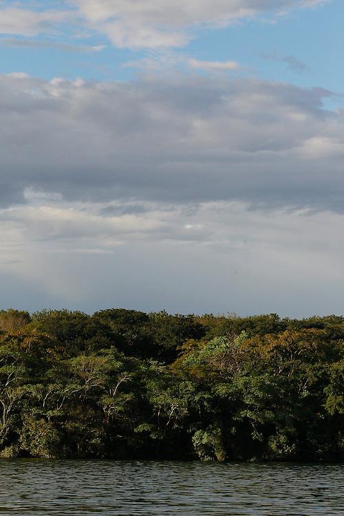 Conceicao de Alagoas_MG, Brasil.<br /> <br /> Registro da paisagem, da Fauna e da Flora da Estacao Ambiental de Volta Grande. Na foto Rio Grande.<br /> <br /> Landscape, fauna and flora of the Volta Grande Environmental Station. In this photo Rio Grande.<br /> <br /> Foto: JOAO MARCOS ROSA / NITRO