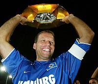 Fotball<br /> Sesongoppkjøring til Bundesliga 2003/2004<br /> <br /> Foto: Digitalsport<br /> <br /> NORWAY ONLY<br /> <br /> Nico-Jan HOOGMA Hamburger SV Sieger Liga Pokal 2003<br /> Liga Pokal Finale Borussia Dortmund - Hamburger SV 2:4