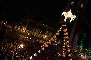 Utrecht viert als vanouds de sterfdag van Sint Maarten, de patroon van Utrecht, groots. Dit jaar bestaat de Sint Maartensviering uit een optocht met lampionnen, met voorop een grote lampion in de vorm van Sint Maarten te paard. Op het Domplein wordt Sint Maarten de lucht in gehesen, omringd met de kleine lampions.<br /> <br /> Utrecht is celebrating St Martin's Day with a procession of paper lantern. In front of the procession a big paper lantern is symbolizing St Martin riding his horse. At the end on Dom Square, they raise St Martin high in the sky, surrounded by the small paper lanterns. St Martin is the patron of Utrecht.
