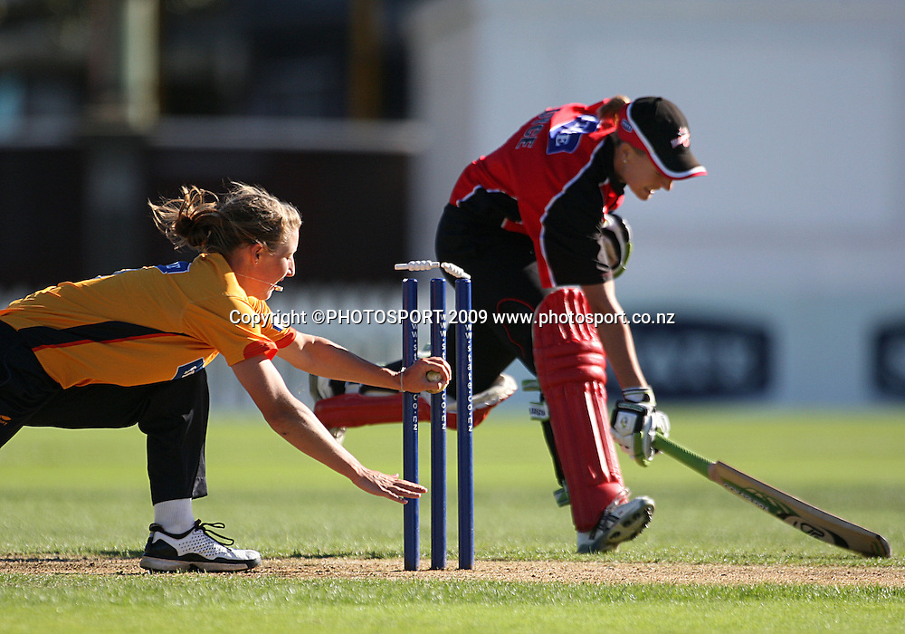 Canterbury's Amber Boyce makes her ground as Sophie Devine attempts a run-out.<br /> State League final. Wellington Blaze v Canterbury Magicians at Allied Prime Basin Reserve, Wellington. Saturday, 24 January 2009. Photo: Dave Lintott/PHOTOSPORT