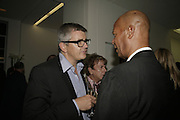 Jay Jopling and Michael Roberts:  book launch party celebrate the publication of Crash.White Cube. Hoxton sq. London. 18 September 2006. ONE TIME USE ONLY - DO NOT ARCHIVE  © Copyright Photograph by Dafydd Jones 66 Stockwell Park Rd. London SW9 0DA Tel 020 7733 0108 www.dafjones.com