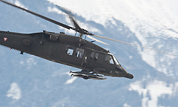 23.02.2010, Haspinger Kaserne, Lienz, AUT, Bundesheer Hubschrauber, im Bild S 70 Black Hawk des österreichischen Bundesheeres, im alpinen Gebirge, EXPA Pictures © 2010, PhotoCredit: EXPA/ J. Feichter / for Slovenia SPORTIDA PHOTO AGENCY.