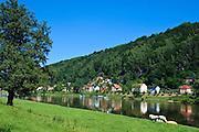 Elbe bei Bad Schandau, Elbsandsteingebirge, Sächsische Schweiz, Sachsen, Deutschland.|.river Elbe near Bad Schandau, Saxon Switzerland, Saxony, Germany