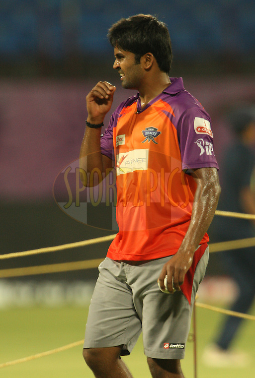 Vinay Kumar during the Kochi Tuskers practice sessions held at the M. Chinnaswamy Stadium in Kochi, Kerala India on the 29th April 2011..Photo by Jacques Rossouw/BCCI/SPORTZPICS .
