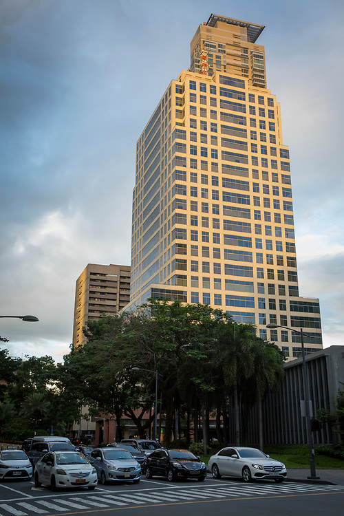 The Landmark Hotel outside Glorietta Mall on Palm Drive, Makati, Metro Manila, Philippines (photo by Andrew Aitchison / In pictures via Getty Images)