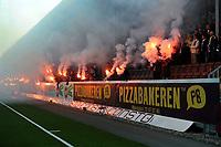 Fotball Herrer Tippeligaen Eliteserien 2015<br /> Isachsen stadion<br /> <br /> Mjøndalen MIF - Viking<br /> <br /> Resultat 1-0<br /> <br /> Foto: Robert Christensen Digitalsport<br /> <br /> Seriestart for MIF supportere bluss tribune