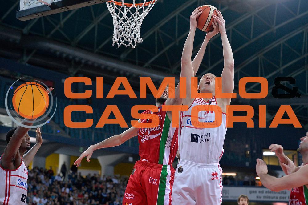 Davide Pascolo, Donata Zavackas<br /> Consultinvest Victoria Libertas Pesaro - EA7 Emporio Armani Olimpia MIlano<br /> Lega Basket Serie A 2016/2017<br /> Pesaro, 30/04/2017<br /> Foto M.Ceretti / Ciamillo - Castoria