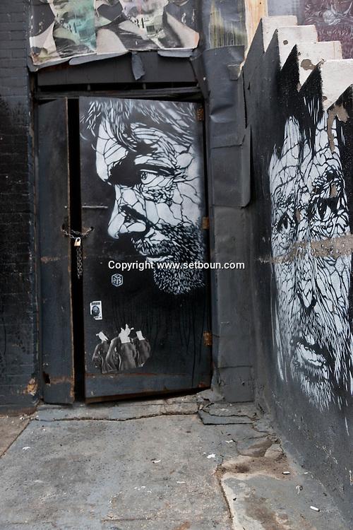 New york, Brooklyn, Dumbo district. mural art on  a bar restaurant / Art mural sur la facade d un  cafe restaurant a Dumbo Brooklyn,