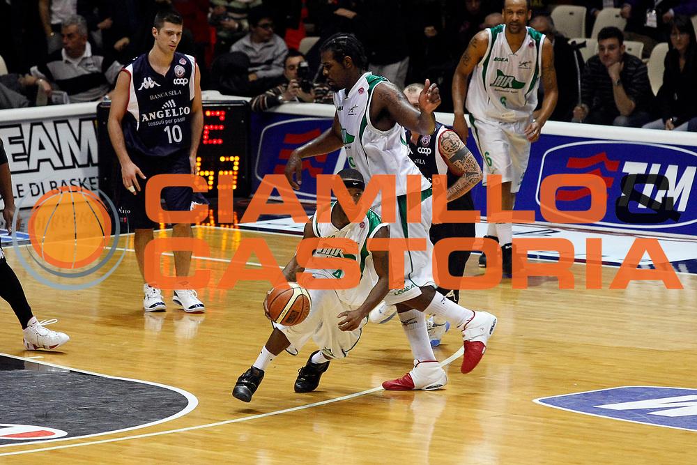 DESCRIZIONE : Bologna Final Eight 2008 Semifinale Angelico Biella Air Avellino<br /> GIOCATORE : Marques Green<br /> SQUADRA : Air Avellino<br /> EVENTO : Tim Cup Basket For Life Coppa Italia Final Eight 2008 <br /> GARA : Angelico Biella Air Avellino<br /> DATA : 09/02/2008 <br /> CATEGORIA : Palleggio<br /> SPORT : Pallacanestro <br /> AUTORE : Agenzia Ciamillo-Castoria/G.Cottini