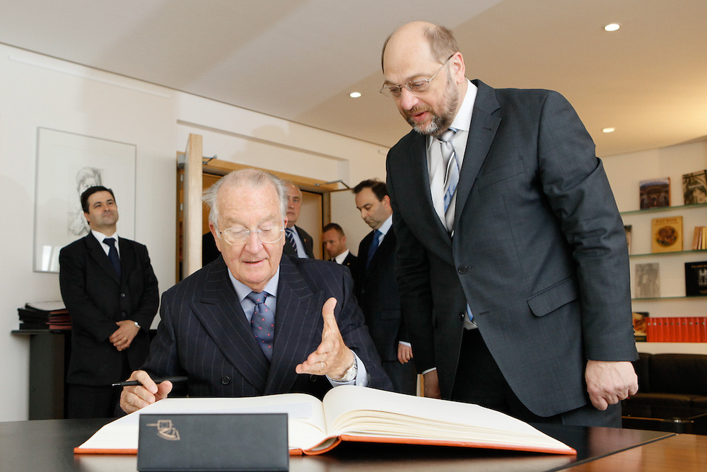 King Albert II of Belgium signs the Distinguished Visitors Book in the office of Martin Schulz, EP President