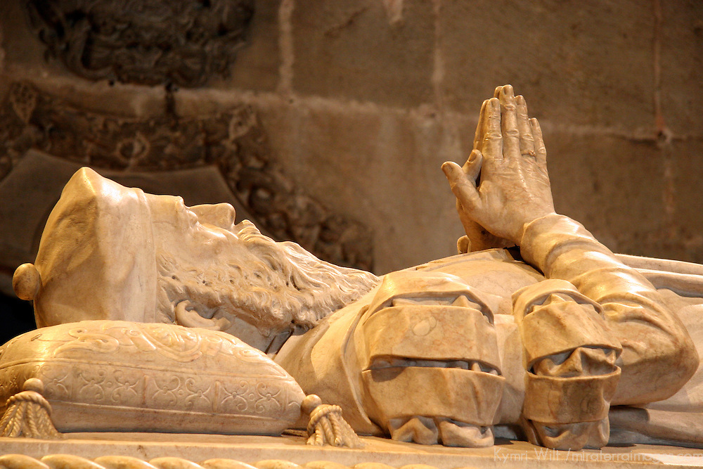 Europe, Portugal, Lisbon. Jerónimos Monastery in the district of Belem, a UNESCO World Heritage site. Tomb of Vasco de Gama.