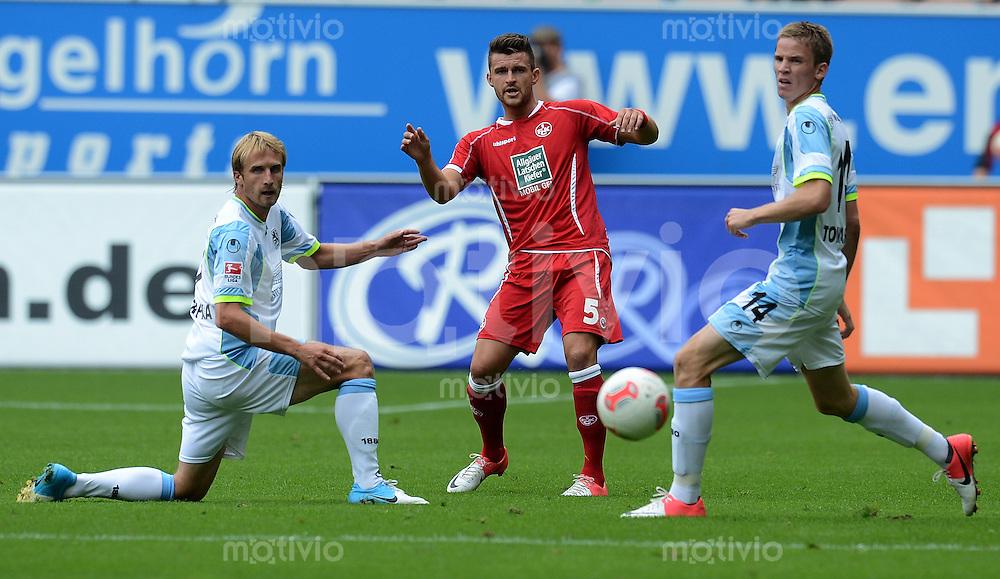 Fussball 2. Bundesliga:  Saison   2012/2013,    3. Spieltag  1. FC Kaiserslautern - TSV 1860 Muenchen   26.08.2012 Daniel Bierofka  (li, 1860 Muenchen) gegen Enis Alushi (Mitte, 1. FC Kaiserslautern) und Marin Tomasov (1860 Muenchen)