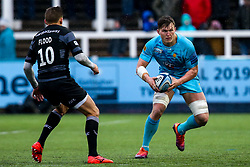 Ted Hill of Worcester Warriors takes on Toby Flood of Newcastle Falcons - Mandatory by-line: Robbie Stephenson/JMP - 03/03/2019 - RUGBY - Kingston Park - Newcastle upon Tyne, England - Newcastle Falcons v Worcester Warriors - Gallagher Premiership Rugby