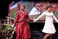 Nederland. Utrecht, 14 maart 2009.<br /> Eerste dag van het PvdA congres in Central Studios. Na de speech van Mariette Hamer reikt partijvoorzitter Lilianne Ploumen de traditionele bloemen uit. Beide dames verlaten daarna het podium.Op het congres wordt onder andere gediscussieerd over de Integratienota, de aanschaf van de JSF en de kredietcrisis. <br /> Foto Martijn Beekman NIET VOOR PUBLIKATIE IN PAROOL, TROUW, AD, NRC EN TELEGRAAF