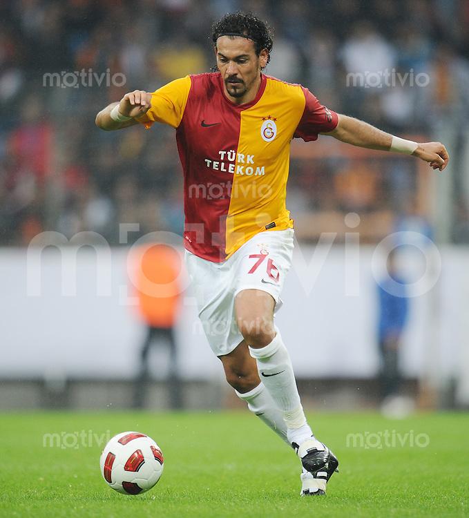 FUSSBALL   1. BUNDESLIGA   SAISON 2011/2012   TESTSPIEL Galatasaray Istanbul - Inter Mailand         24.07.2011 Servet CETIN (Galatasaray Istanbul) Einzelaktion am Ball