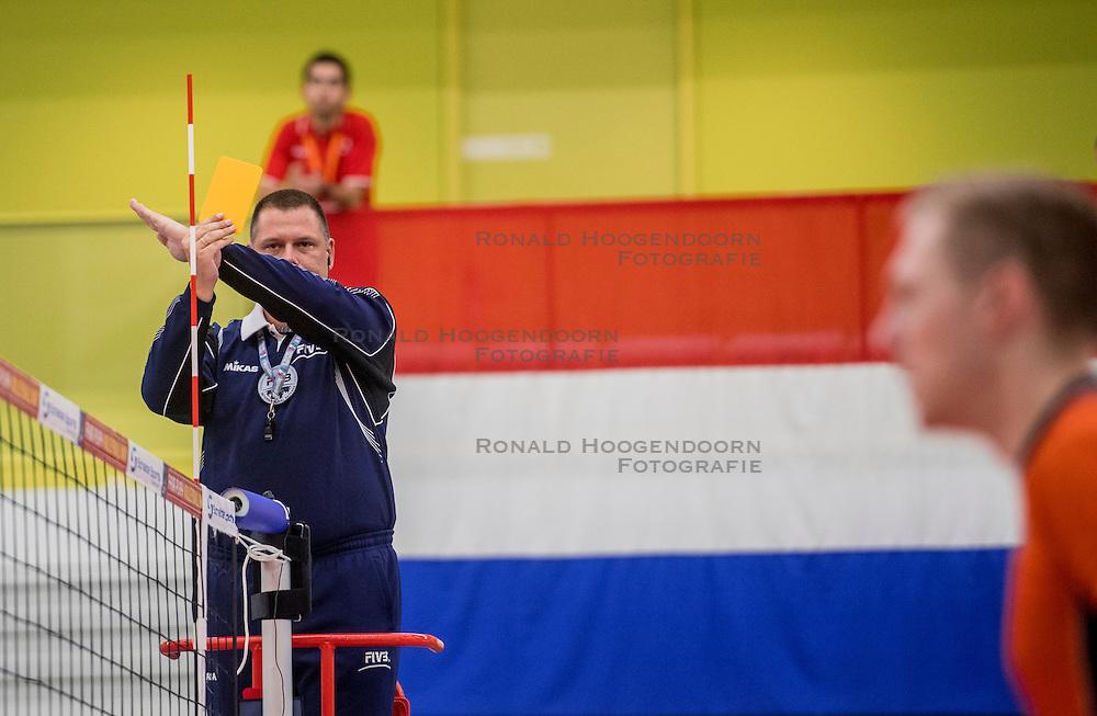 25-09-2016 NED: EK Kwalificatie Nederland - Turkije, Koog aan de Zaan<br /> Scheidsrechter geeft een gele kaart aan Turkije
