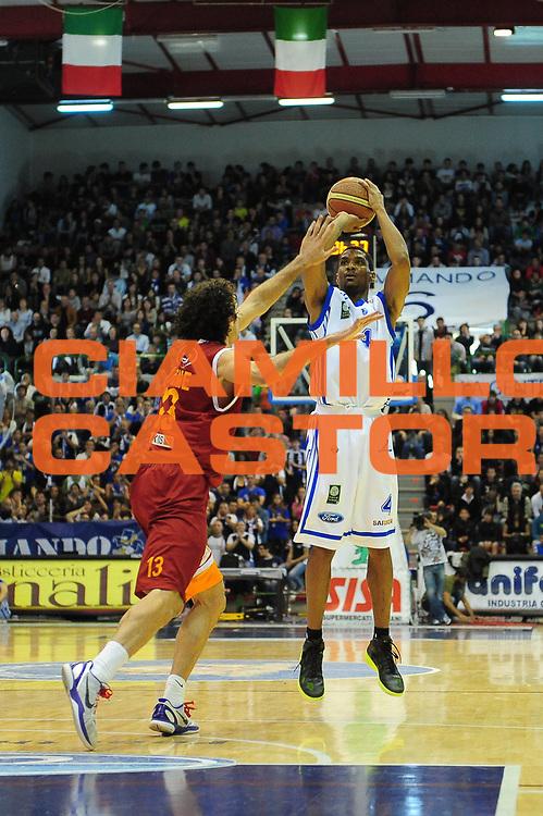 DESCRIZIONE : Sassari Lega A 2010-11 Dinamo Sassari Lottomatica Roma<br /> GIOCATORE : JAMES WHITE<br /> SQUADRA : Dinamo Sassari Lottomatica Roma<br /> EVENTO : Campionato Lega A 2010-2011 <br /> GARA : Dinamo Sassari Lottomatica Roma<br /> DATA : 17/04/2011<br /> CATEGORIA : Tiro<br /> SPORT : Pallacanestro <br /> AUTORE : Agenzia Ciamillo-Castoria/M.Turrini<br /> Galleria : Lega Basket A 2010-2011  <br /> Fotonotizia : Sassari Lega A 2010-11 Dinamo Sassari Armani Jeans Milano<br /> Predefinita :