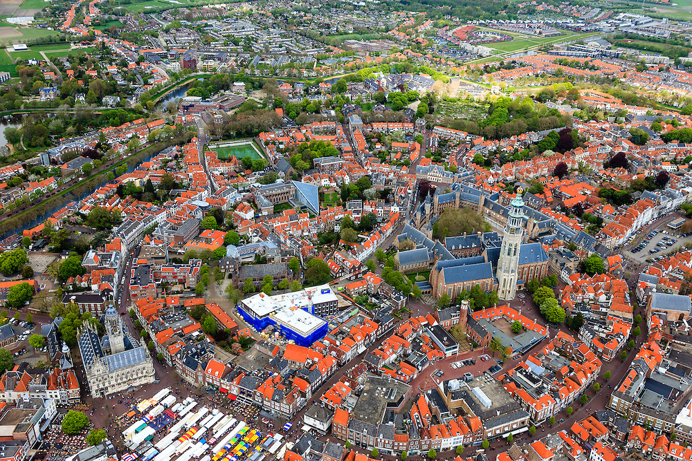 Nederland, Zeeland, Walcheren, 09-05-2013; centrum Middelburg met toren Lange Jan en Nieuwe Kerk, markt op de Markt bij het Stadhuis.<br /> Capital of the province of Zealand. luchtfoto (toeslag op standard tarieven)<br /> aerial photo (additional fee required)<br /> copyright foto/photo Siebe Swart