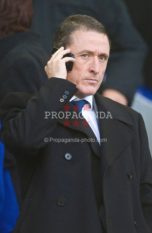 LIVERPOOL, ENGLAND - Sunday, November 29, 2009: Everton chief executive Robert Elstone on his mobile phone before the Premiership match against Liverpool at Goodison Park. The 212th Merseyside Derby. (Photo by David Rawcliffe/Propaganda)