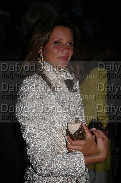 Countess Debbie von Bismarck. Cartier dinner after thecharity preview of the Chelsea Flower show. Chelsea Physic Garden. 23 May 2005. ONE TIME USE ONLY - DO NOT ARCHIVE  © Copyright Photograph by Dafydd Jones 66 Stockwell Park Rd. London SW9 0DA Tel 020 7733 0108 www.dafjones.com