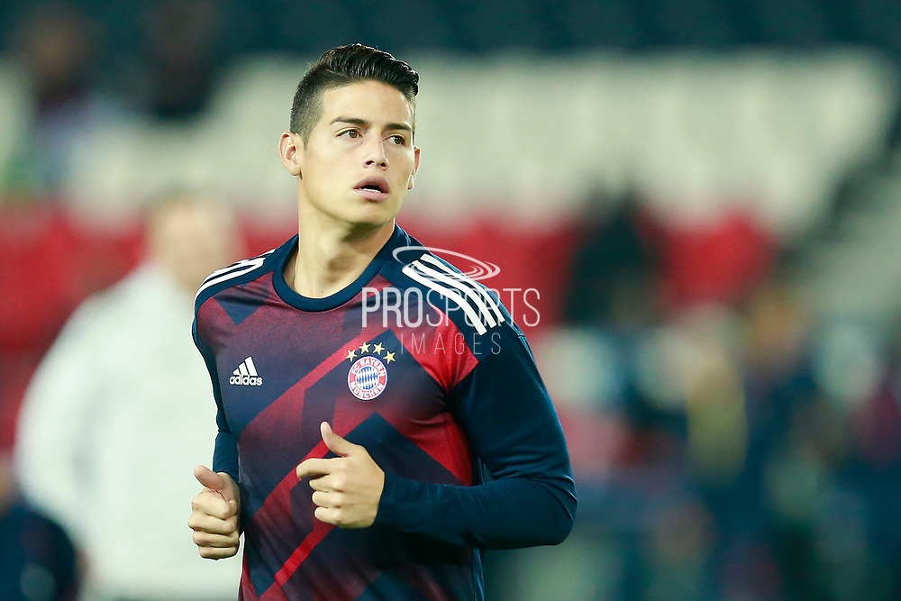 Bayern Munich's Colombian midfielder James Rodriguez warms up before the UEFA Champions League, Group B football match between Paris Saint-Germain and Bayern Munich on September 27, 2017 at the Parc des Princes stadium in Paris, France - Photo Benjamin Cremel / ProSportsImages / DPPI