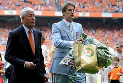05-06-2010 VOETBAL: NEDERLAND - HONGARIJE: AMSTERDAM<br /> Nederland wint met 6-1 van Hongarije / Edwin dvan der Sar<br /> ©2010-WWW.FOTOHOOGENDOORN.NL