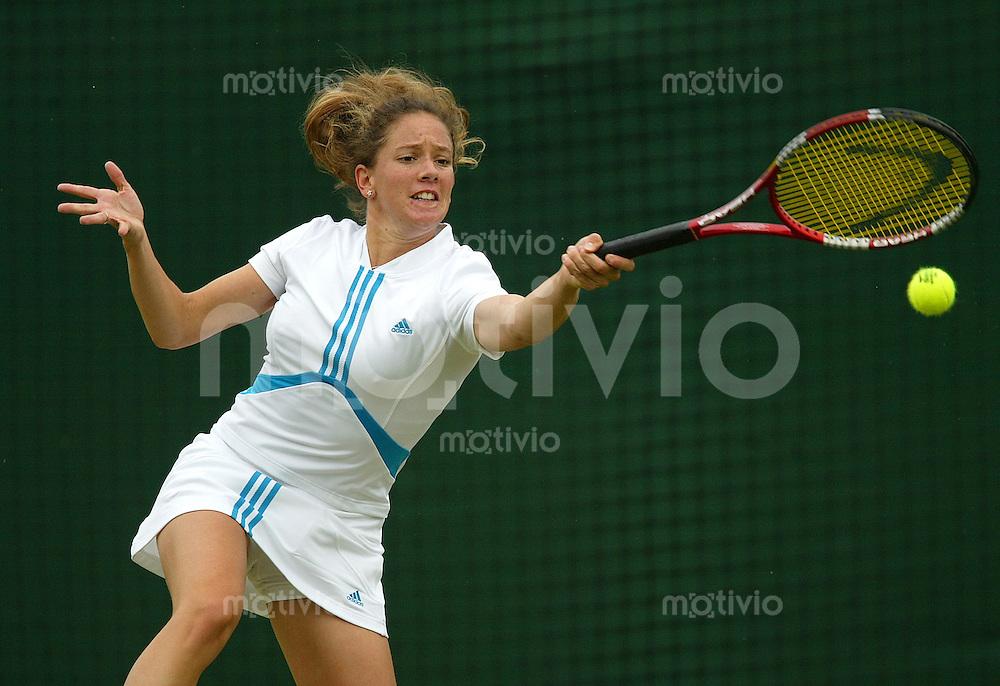 Tennis All England Championships Wimbledon Damen Einzel Patty Schnyder (SUI) spielt eine Vorhand in ihrem Spiel gegen Akiko Morigami (JPN).