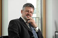 04 JUL 2007, BERLIN/GERMANY:<br /> Christopher Clark, Historiker, Professor fuer Neuere Europaeische Geschichte am St. Catharine's College, Cambridge, waehrend einem Interview, Hauptstadtbuero, Der Spiegel<br /> IMAGE: 20070704-01-049